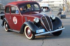 8. historische Autos Genuas des Marinestromkreises Stockfotografie