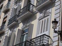 Historische Balkone und Blendenverschlüsse Lizenzfreie Stockbilder