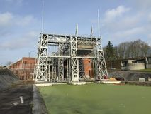 Historische bootlift bij het Centrale Kanaal in België Stock Foto's