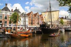 Historische boten in Groningen En gemaakt tot deze kleine stad voel grote groter Royalty-vrije Stock Afbeeldingen