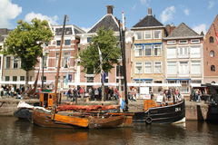 Historische boten in Groningen En gemaakt tot deze kleine stad voel grote groter Royalty-vrije Stock Afbeelding