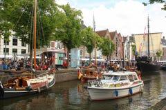 Historische boten in Groningen En gemaakt tot deze kleine stad voel grote groter Royalty-vrije Stock Foto