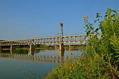 Historische Brücke des abgehobenen Betrages mit zwei Reihen lizenzfreie stockfotos