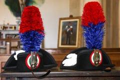 Historische carabinieri Hüte mit Feder lizenzfreies stockfoto