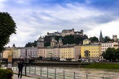 Historische centrum en straten van Salzburg oostenrijk Stock Afbeeldingen