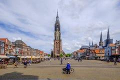 Historische centrummarkt vierkant Delft Nederland stock afbeelding