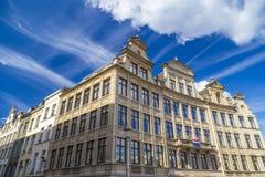 Historische die huizen van Vierkante Vierkante Albertine bij Mont des Arts gebied in Brussel, België worden gezien Stock Foto's