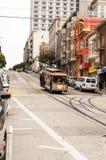 Historische Drahtseilbahn auf einem Abhang in San Francisco stockfoto