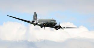 Historische Flugzeuge Dakotas WWII stockfotos