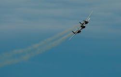 Historische Flugzeuge im mitten in der Luft Lizenzfreie Stockfotos