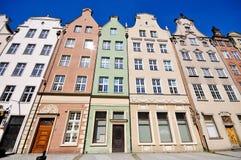 Historische Gebäude auf Dluga Straße in Gdansk Stockfotografie