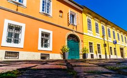 Historische Gebäude in Budapest durch Buda ziehen sich in Ungarn zurück lizenzfreie stockfotos