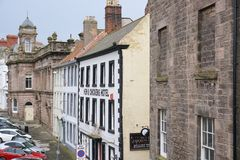 Historische Gebäude entlang einer Straße im Berwick-nach-Tweed, England Lizenzfreies Stockfoto