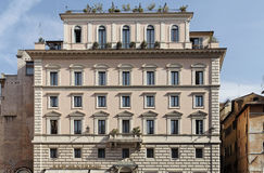 Historische Gebäude-Fassade in Rom Stockbilder