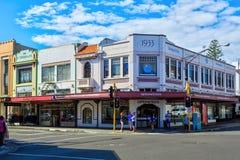 Historische gebouwen op de hoek van Hastings en Tennyson Streets in Napier, Nieuw Zeeland stock foto
