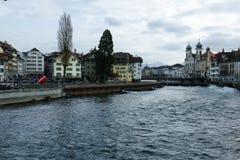 Historische gebouwen op de kusten van Meer Luzerne in Zwitserland stock foto