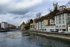 Historische gebouwen op de kusten van Meer Luzerne in Zwitserland stock afbeeldingen