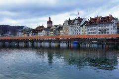 Historische gebouwen op de kusten van Meer Luzerne in Zwitserland royalty-vrije stock foto's