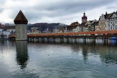 Historische gebouwen op de kusten van Meer Luzerne in Zwitserland royalty-vrije stock foto