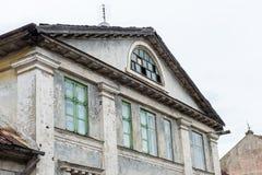 Historische gebouwen in oude stad van Kuldiga, Letland Stock Foto's