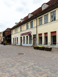 Historische gebouwen in oude stad van Kuldiga, Letland Royalty-vrije Stock Afbeeldingen