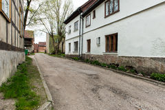 Historische gebouwen in oude stad van Kuldiga, Letland stock afbeelding