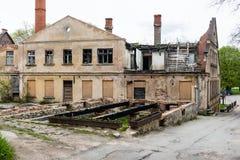 Historische gebouwen in oude stad van Kuldiga, Letland royalty-vrije stock afbeelding