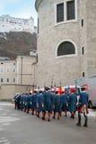 Historische geklede mensen in Salzburg Stock Afbeeldingen