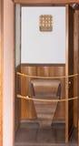 Historische hölzerne japanische Toilette Lizenzfreie Stockbilder