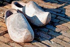 Historische hölzerne Schuhe Lizenzfreies Stockbild