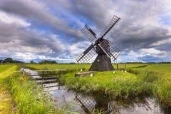 Historische hölzerne Windmühle Lizenzfreie Stockfotos