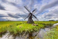 Historische hölzerne Windmühle von den Niederlanden Stockfoto