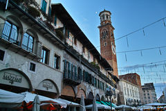 Historische Hausfassaden in der Stadt Verona Lizenzfreies Stockbild