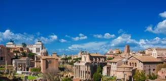 Historische het centrumhorizon van Rome boven Roman Forum Stock Afbeeldingen