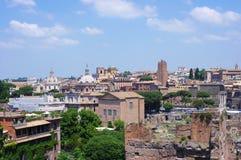 Historische het centrumstad van Rome en oude ruïnes Stock Fotografie