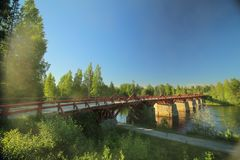 Historische houten brug Lejonstroemsbron in Skelleftea, Zweden Stock Foto's