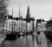 Historische huizen en boten in zwart-wit Royalty-vrije Stock Afbeelding