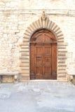 Historische italienische Haustür Lizenzfreie Stockfotos