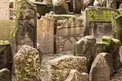 Historische Joodse Begraafplaats in Praag Stock Foto's