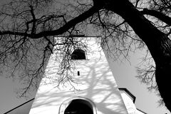 Historische kerk in de winter stock foto