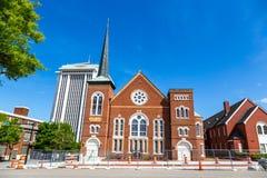 Historische kerk in een blauwe hemeldag in Montgomery in Alabama Stock Foto's