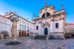 Historische Kirche in der alten Stadt Dubrovnik lizenzfreies stockfoto