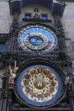 Historische klok Orloj in Praag stock afbeeldingen