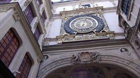 Historische klok in Rouen, Normandië Frankrijk, PAN stock video