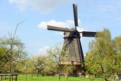 Historische landbouwbedrijf en windmolen in Berlijn (Duitsland) Stock Foto
