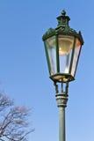 Historische lantaarnpaal in Praag Stock Afbeeldingen