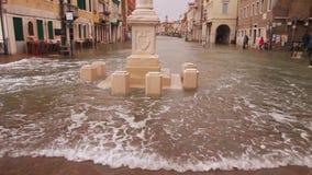 Historische Mitte der Stadt von Chioggia wird überschwemmt stock video footage