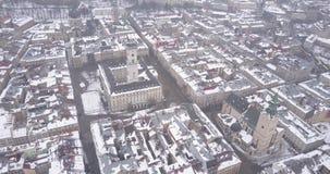 Historische Mitte von Lemberg-Stadt im Winter von oben stock video