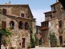 Historische Mitte von Montemerano (Toskana) Lizenzfreie Stockfotos