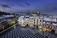 Historische mittelalterliche Stadt von Brasov, Siebenbürgen, Rumänien, im Winter 6. Dezember 2015 Lizenzfreies Stockbild